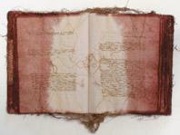 Maria Lai, Il mare ha bisogno di fichi, 1996, filo su stoffa, 47 x 40 x 4 cm, courtesy Arte Duchamp, Cagliari